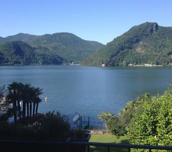 Villa direkt am See , Villa a lago - Collina d'Oro - Villa