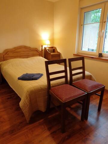 Sypialnia na dole z podwójnym łóżkiem / bedroom downstairs with double bed
