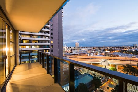 Bay & City Views, Modern, Central Location - Southbank