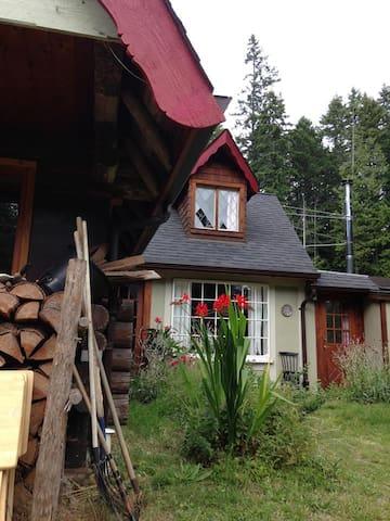 Charming Studio Upper Roberts Creek - Roberts Creek - Apartment