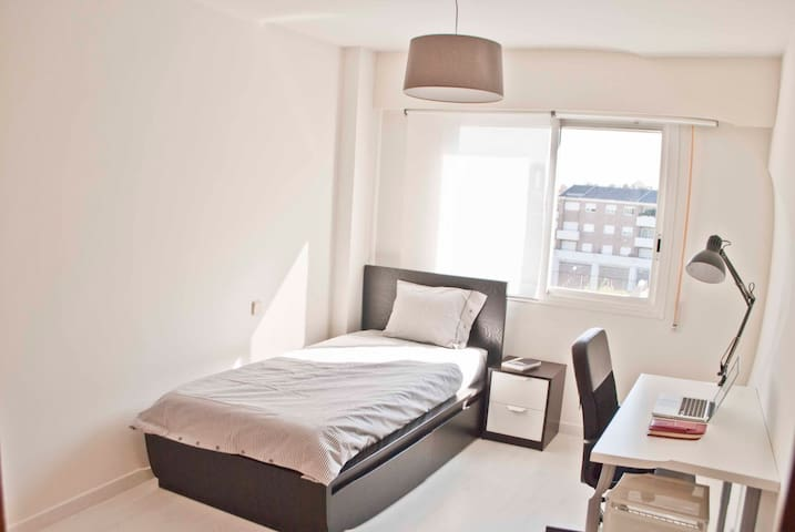 Single Room in Madrid's exclusive area