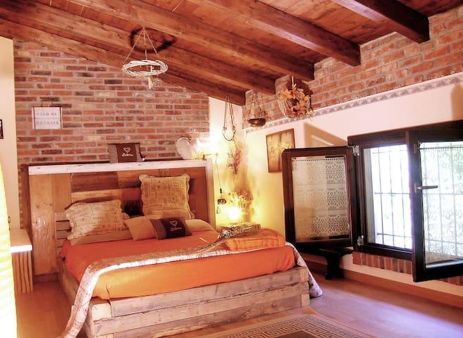 Agri B&B dei Laghi - Nido di Rondine - Taino - Bed & Breakfast