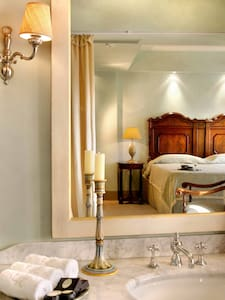Le CONVIVIAL Luxury Suites & Spa - Bed & Breakfast