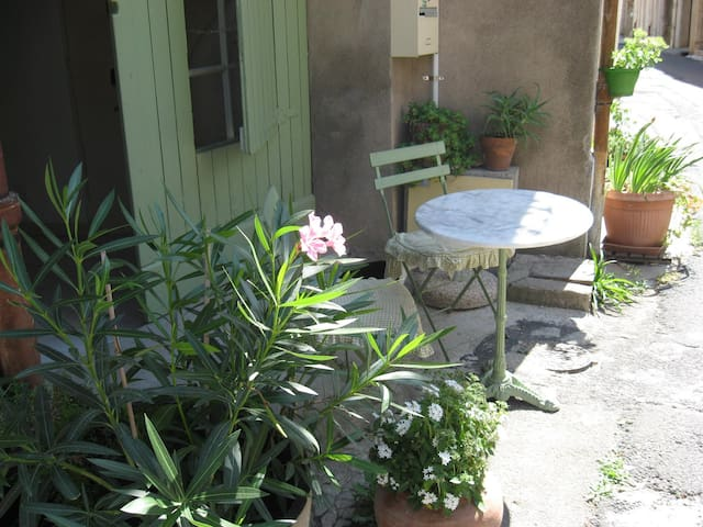 Charmante petite maison villageoise - Nizas - Casa