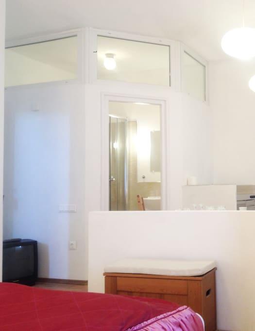 Studio Apt. - 2nd floor
