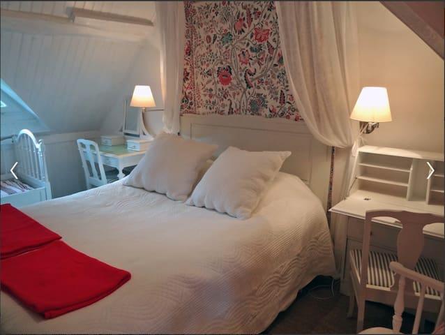 """Chambre """"baldaquin"""" - Ecardenville-sur-Eure"""