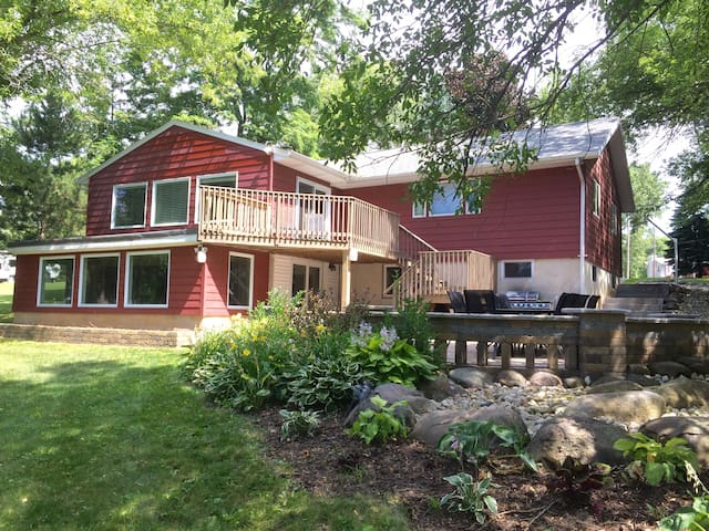 Large Updated Home on Lake Tichigan - Waterford - House