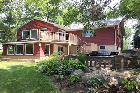 Large Updated Home on Lake Tichigan - Waterford - Casa