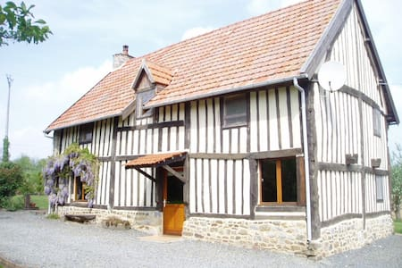 Large Normandy house & private pool, sleeping 16 - Hus