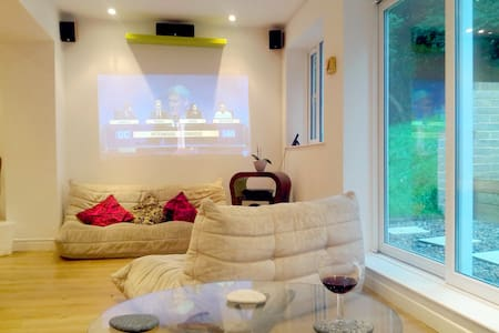 Private room in modern house. - London - House