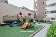 Zona para niños y de relajo / Kids playground and relax zone