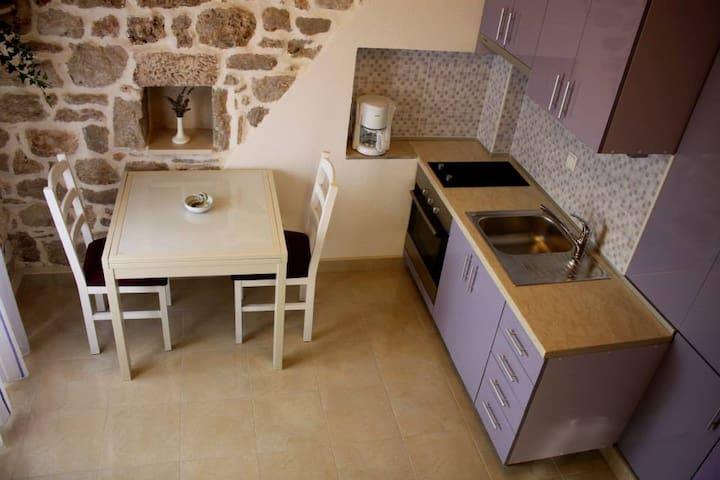 Apartment Cukarin A2 BOL-CENTER, Croatia