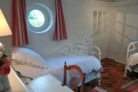 """Chambre """"aux oiseaux"""" - Ecardenville-sur-Eure - Bed & Breakfast"""