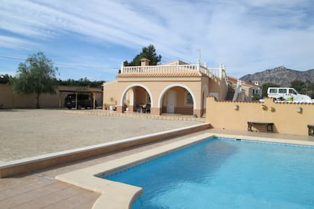 Completely self-contained with private access. 1 bedroom, 1 bathroom, lounge & kitchen.  Attached to owners Villa, situated in the countryside 30 minutes from the Southern Costa Blanca beaches. 25 minutes from Alicante airport. Includes pool.