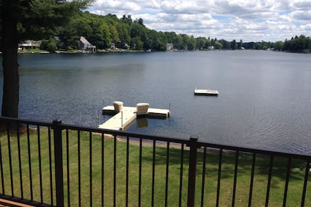 2 Bedroom Apartment on Private Lake - Montrose