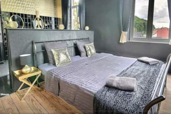 Chambre avec spa, bord de Meuse