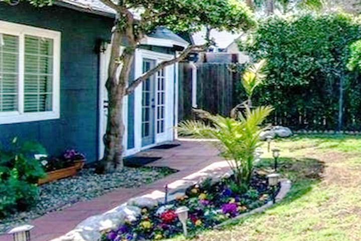 Hollywood Studio City Garden Guest House