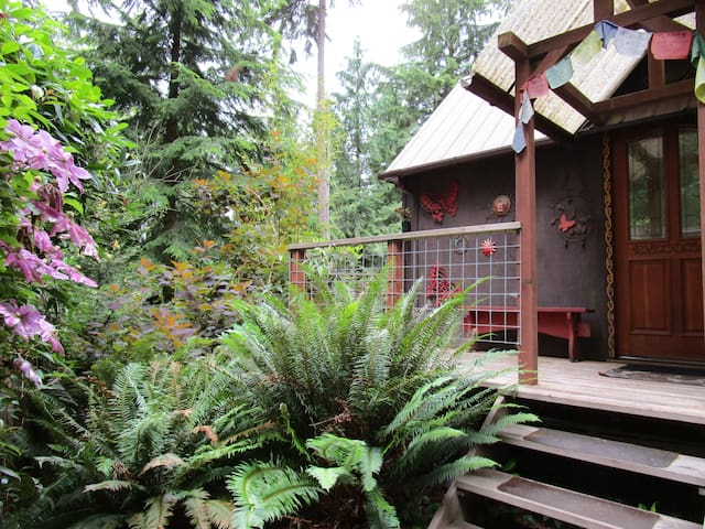 Unique Secluded Tiny House Caravan in the Forest - Freeland - Cabaña