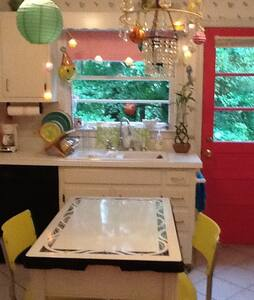 1BR Charming Lakefront House and more! - Clarkston - Дом