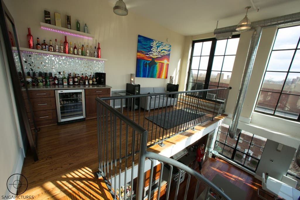 Wet bar next to doors that access private rooftop with hot tub & view of US Capitol!