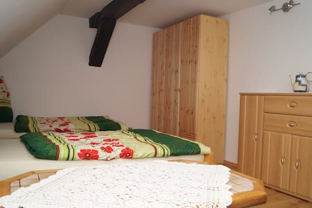 DG-Wohnung mit 3 Schlafzimmern - Apartamento
