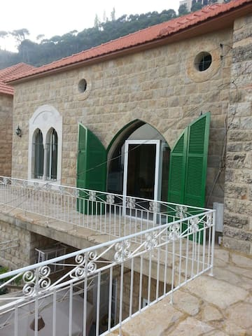 Cozy Stone Traditional House - Deir Al Qamar - Hus