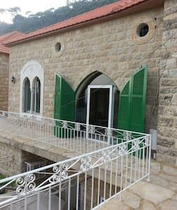 Cozy Stone Traditional House - Deir Al Qamar - House