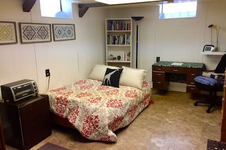 Charming Suburban Room - Garden City - Talo