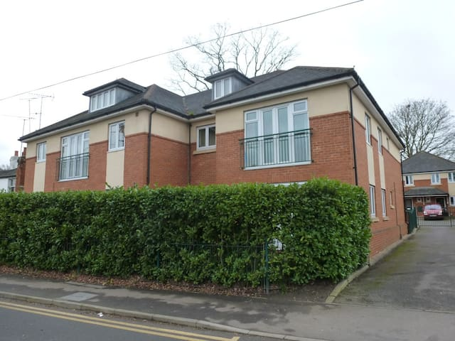 2 bed Ground Floor Apartment, Ascot. Near Windsor - Winkfield Row - Apartamento