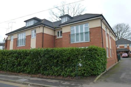 2 bed Ground Floor Apartment, Ascot. Near Windsor - Winkfield Row