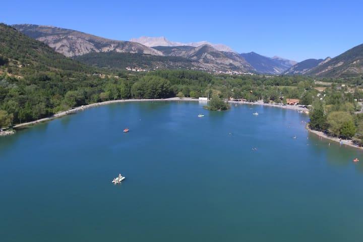 Chalets 5p tout confort au bord d'un petit lac - Veynes - กระท่อมบนภูเขา