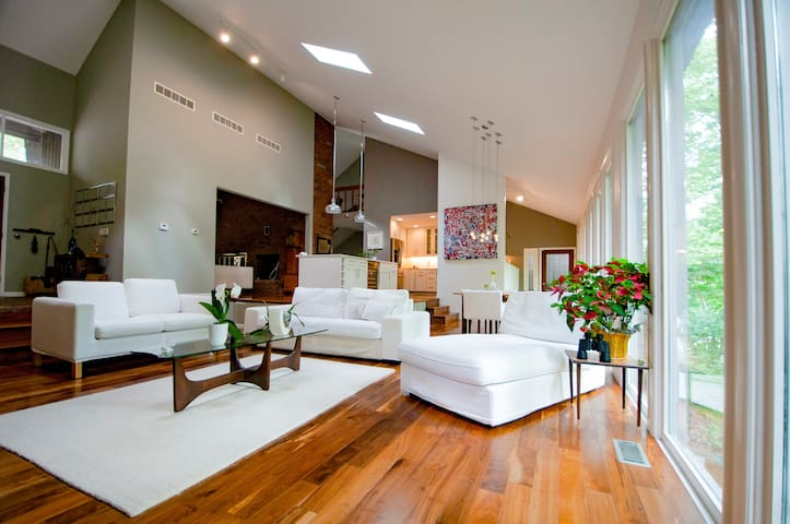 Modern Immaculate Spacious Forest Home in Town