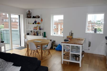 Modern flat East London Zone 1