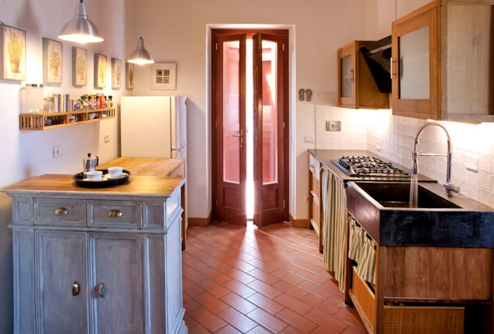 fully equiped kitchen - cucina completa di tutto
