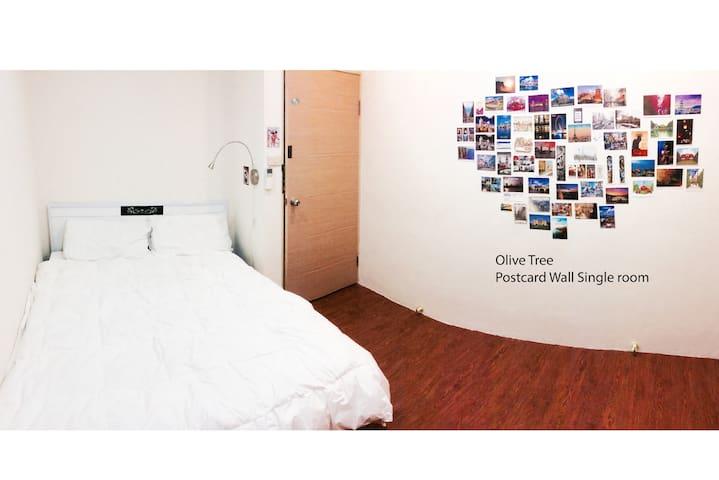 OliveTree- Exotic Postcard Wall B&B - Zhongli District - Bed & Breakfast