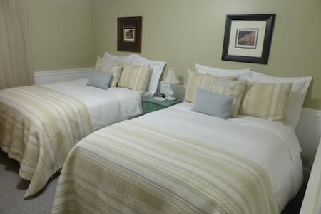 Spring Manor-Retreat Room (two double beds) - Niagara Falls