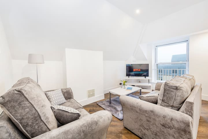 Luxurious Modern Apartment In Beautiful Clifton