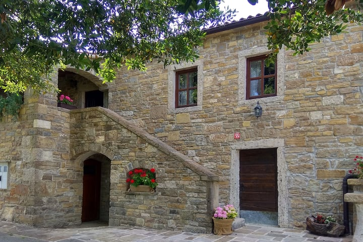 "Authentic Stone Istrian House ""Stara hiža"""