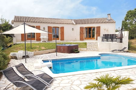 Spacious villa with swimming pool, jacuzzi, trampoline, swing, view, 500m bakery