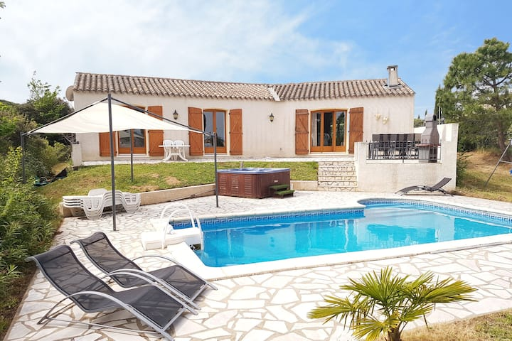 Lush villa in Escales with Jacuzzi, Pool and stunning Views