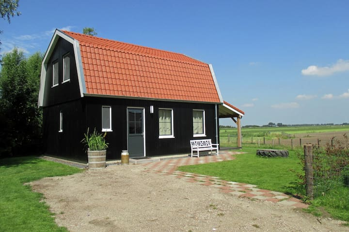 Lively Cottage near Lake in Schellinkhout