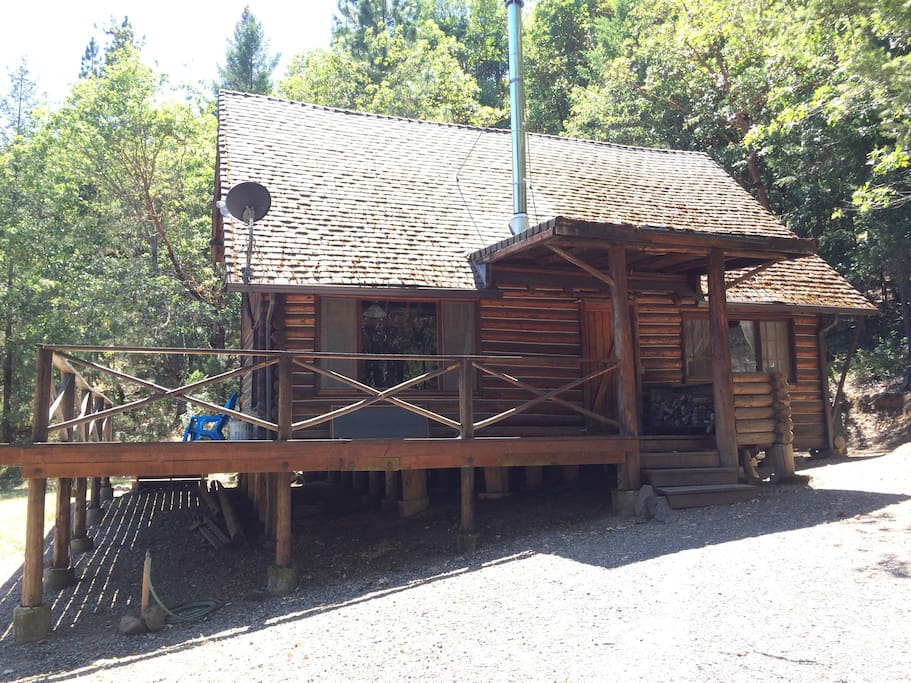 Front of the Log Cabin with decks along 2 sides
