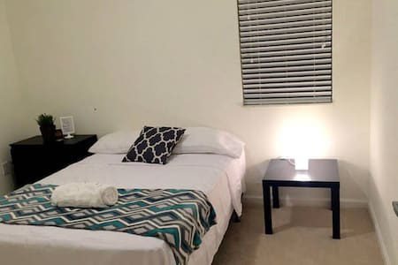 Brand New Room + Location+ Amenities+ Parking - Appartement
