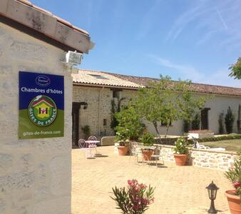 La Veranda du Chateau Maison Noble -  Caumont - Bed & Breakfast