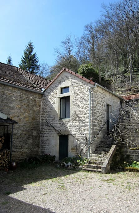Maisonnette en pierre
