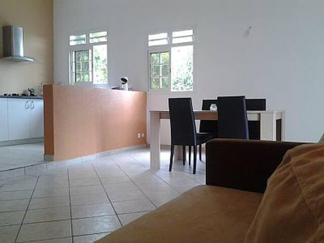 BAS DE VILLA A LA DOUCE CAMPAGNE - Baie Mahault - Villa