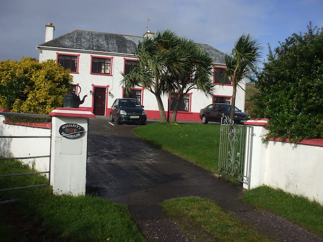 Moriarty's Farmhouse. - Dingle - Bed & Breakfast