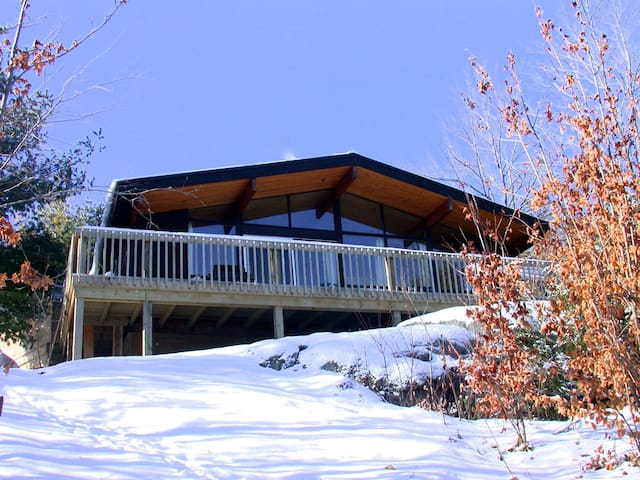 The Aerie : Loft Style Modern Cabin - Central Frontenac - Kabin