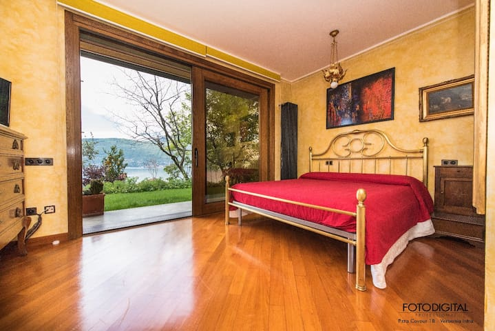 B&B Renalù: Suite ODALISCA ROSSO - Suna - Bed & Breakfast
