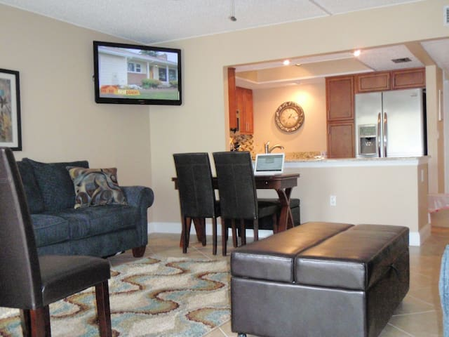 Remodeled Englewood Gulf-Front Condominium, 1/1